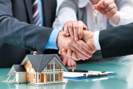 VERKAUFSABWICKLUNG Bonitätsprüfung Verhandlungsführung Vertragsvorbereitung Begleitung der notariellen Beurkundung